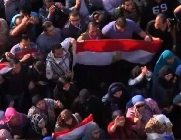 קציני צבא מצריים מצטרפים למפגינים בתחריר