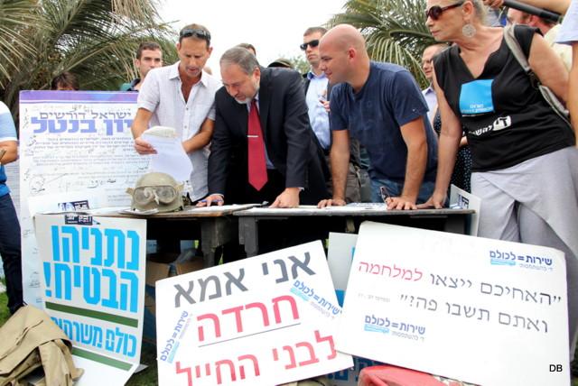 """חתם על עצומת """"הפראיירים"""" והצביע בעד הפטור לחרדים. אביגדור ליברמן (צילום: דן בר דוב)"""