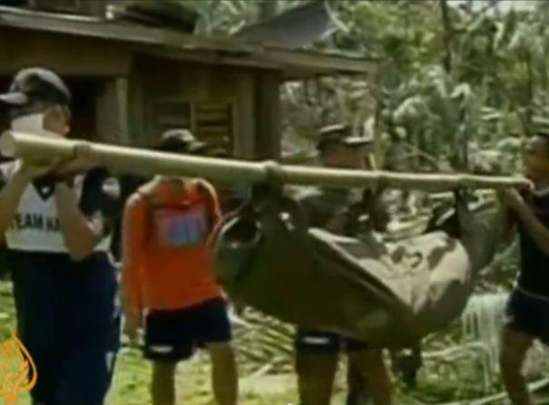 יותר מ-700 הרוגים בטייפון שפגע בפיליפינים