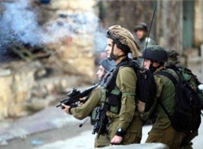 """בפעם השנייה: כוח צה""""ל נסוג מפני מפגינים פלסטינים"""