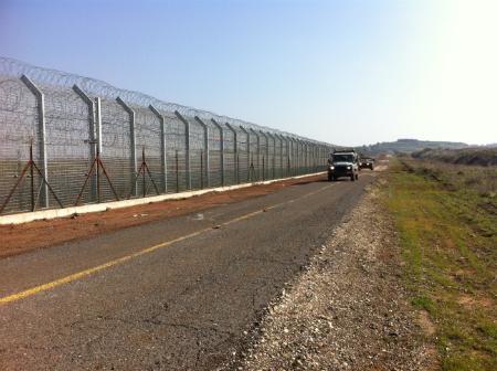 """גדר הביטחון בגבול סוריה (צילום: דובר צה""""ל)"""