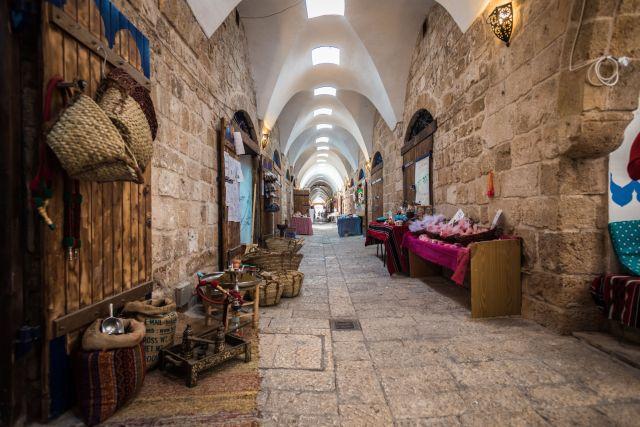 הבזאר הטורקי המשופץ בעכו.  נבנה בתקופה העות'מאנית ועבר תהליך שימור ושיפוץ, תוך שמירה על המאפיינים הארכיטקטוניים התקופתיים הייחודיים שלו. (צילום: אריק סאלין)