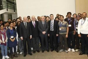 משמאל לימין: גדעון סער, יובל שטייניץ, פרופ' מנואל טרכנברג, פרופ' דניאל זייפמן והחוקרים מהודו וסין. צילום: דוברות משרד החינוך
