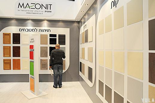 משטחי עץ ולוחות לתעשיית העיצוב והנגרות של חברת מזונית. צילום: יולה זובריצקי
