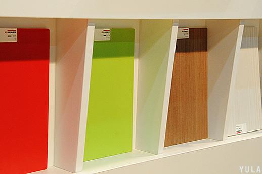 צבעוני, נקי, מסודר, מזמין. הביתן של חברת ל.ג. לוחות אגר. צילום: יולה זובריצקי
