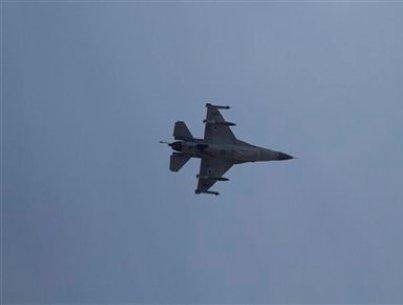 """מטוס קרב ישראלי בשמי לבנון (צילום: """"אל נהר"""")"""