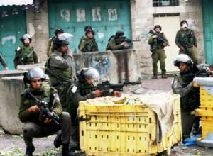 חיילים מרסנים מהומות בחברון (צילום: סוכנות ואפא)