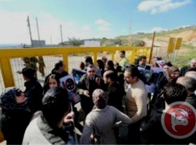 הפגנה ליד מעבר ביתוניא אתמול (צילום: סוכנות מען)