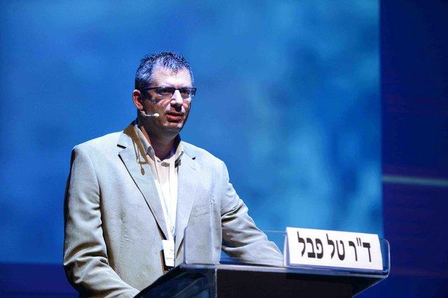 """ד""""ר טל פבל בכנס השנתיש ל איגוד האינטרנט הישראלי. צילום: יוני מלכא"""