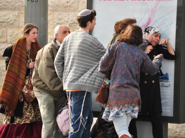 בת 17 מבנימין נעצרה בחשד לתקיפה ברכבת הקלה בירושלים