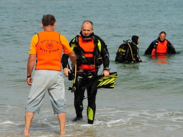 החיפושים בחוף אשקלון נמשכים (צילום: שוקי אמזלג / משטרת ישראל)