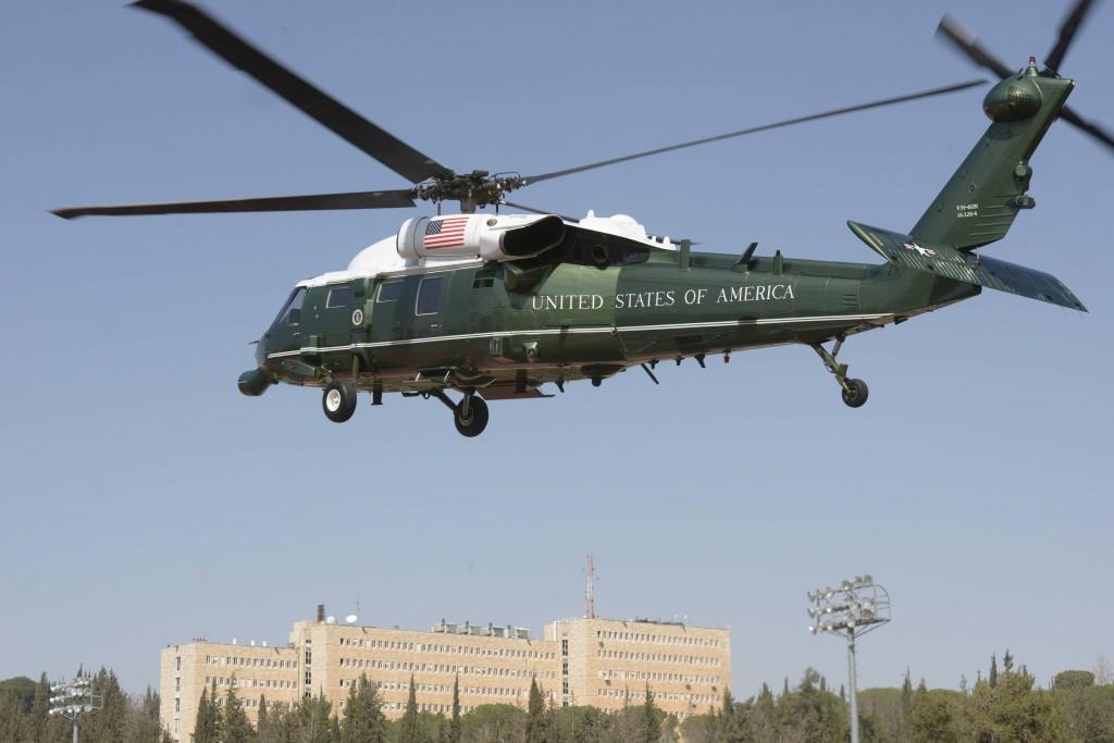 """מסוקו של הנשיא אובמה על רקע קריית הממשלה בירושלים (צילום: אבי אוחיון/לע""""מ)"""