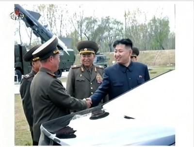 """קים ג'ונג און לחייליו: """"חתכו את קני הנשימה של אויבינו"""""""