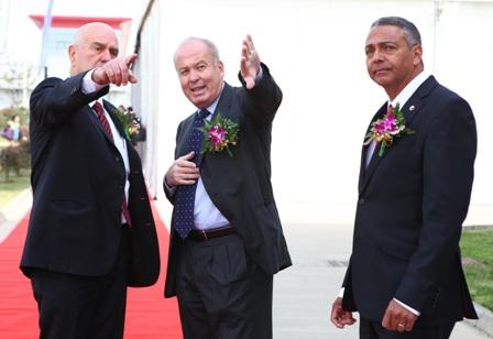 מימין: ג'קי אלדן, מיכאל לוי ומתן וילנאי