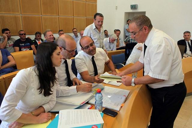 נציג המדינה ועורכי הדין של ועד העובדים (צילם: אלברטו)