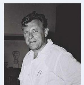 """טדי קולק בשנות ה-50 כאשר כיהן כמנכ""""ל משרד ראש הממשלה. (צילום: ויקיפדיה)"""