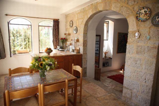 סוויטה בימין משה: שני חדרים לשלושה אורחים ב-151 דולר ללילה. (צילום: אתר tellavista)