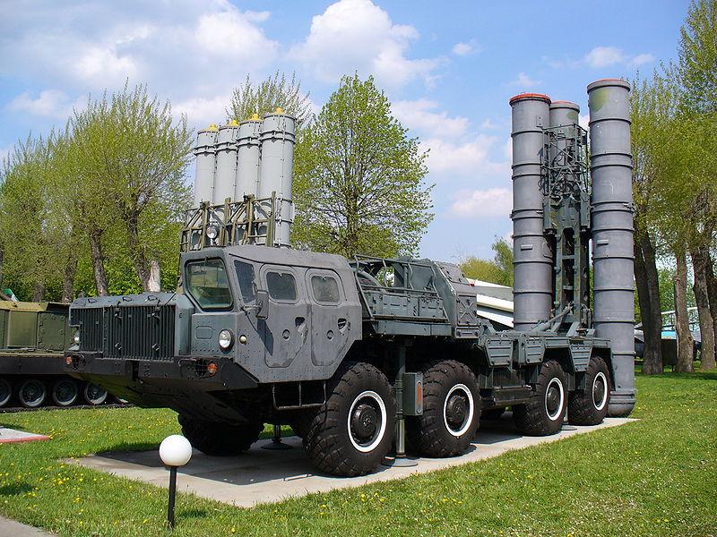 רכב שיגור טילי S-300. אספקת הטילים לסוריה מהווה מנוף לחץ רוסי. צילום: ויקיפדיה