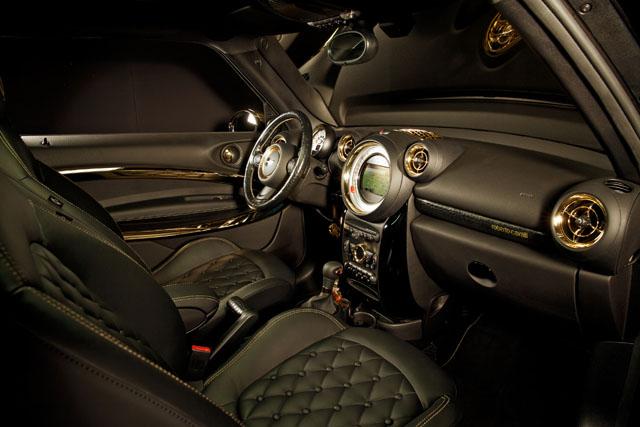 """משב רוח איטלקי למכונית ה- """"Life Ball MINI 2013"""". צילום באדיבות BMW GROUP"""