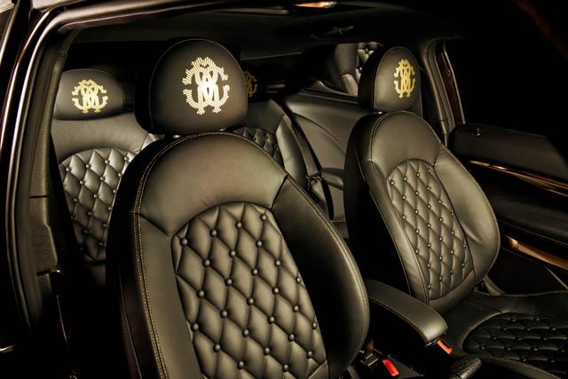 """מושבי עור בדוגמת מעוינים ועל כריות הראש - הלוגו המפורסם של רוברטו קוואלי. """"Life Ball MINI 2013"""". צילום באדיבות BMW GROUP"""