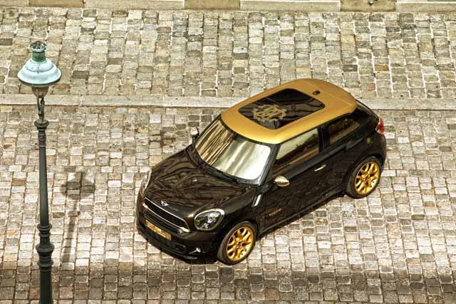 """""""Life Ball MINI 2013"""" ברחובות המרוצפים של וינה. צילום באדיבות BMW GROUP"""