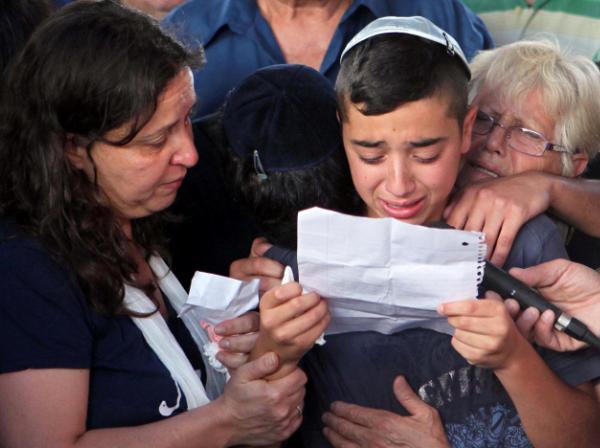 """הנרצחים מהבנק הובאו לקבורה: """"עיר שלמה מבכה את בניה"""""""