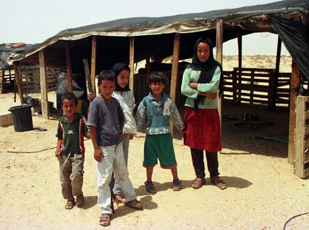 ילדים ביישוב הבדואי אל הדאג (צילום: אלברטו דנקברג)