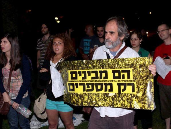 מפגינים בבאר שבע: הם מבינים רק מספרים (צילום: אלברטו דנקברג)