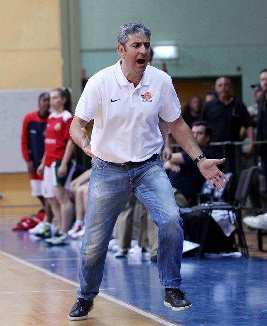 אלי רבי, מאמן הנבחרת, במהלך המשחק נגד פורטוגל. צילום: עודד קרני, איגוד הכדורסל