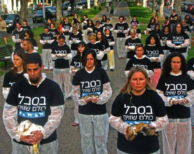 """פעילי זכויות בע""""ח החזיקו במחאה פגרים במרכז ת""""א"""