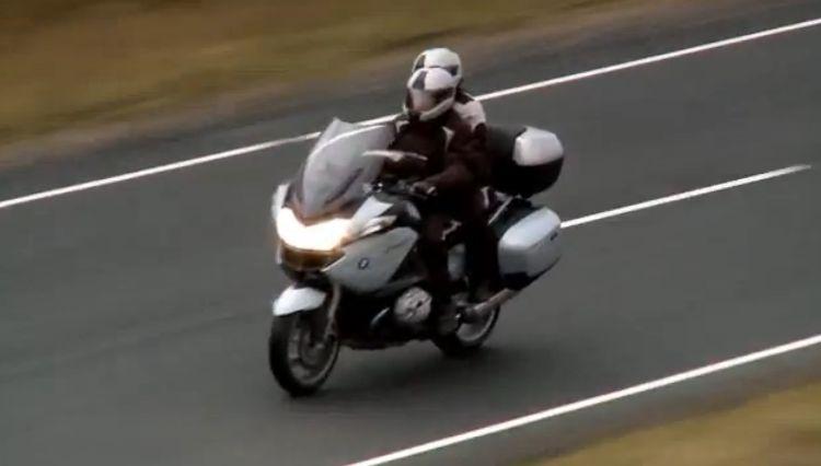 אמנות הרכיבה הזוגית על אופנוע