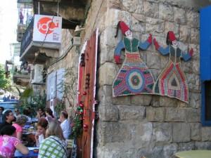 סיור רגלי בסמטאות של ואדי ניסנאס – השכונה הנוצרית-מוסלמית המפורסמת בחיפה. (צילום: עירית רוזנבלום)