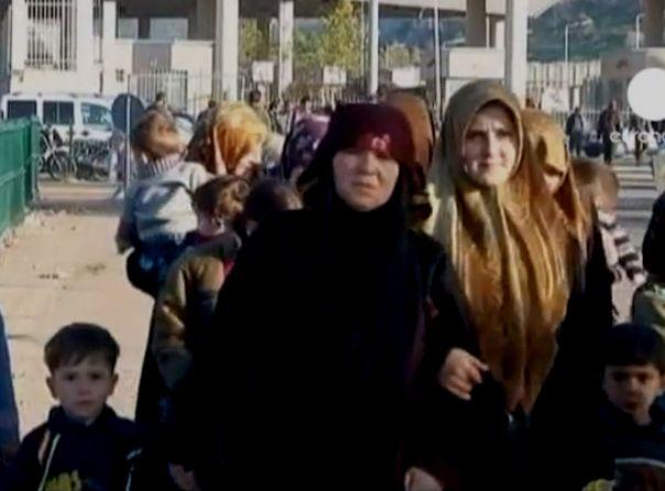 פליטות סוריות על גבול טורקיה