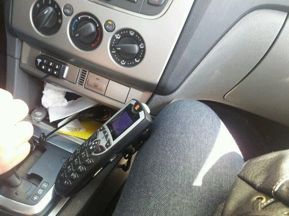 """כ-36 אחוז מהנהגים סבורים כי מסוכן לדבר בנייד בזמן נהיגה גם עם דיבורית (צילום: ע""""ק)"""