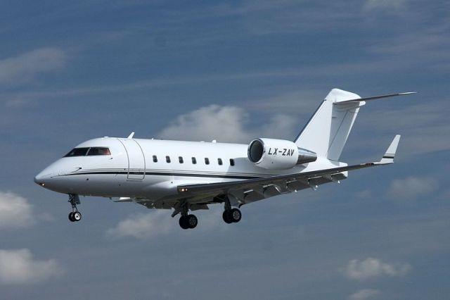 מטוס Bombardier Challenger 604, זהה לדגם שקבוצת אי.די.בי מוכרת. צילום ויקיפדיה