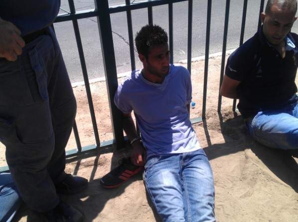 עצורים בהפגנה היום (צילום: משה פריאל)