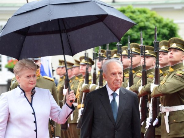 """נשיא המדינה ונשיאת ליטא, בטקס קבלת הפנים (צילום: משה מילנר/לע""""מ)"""