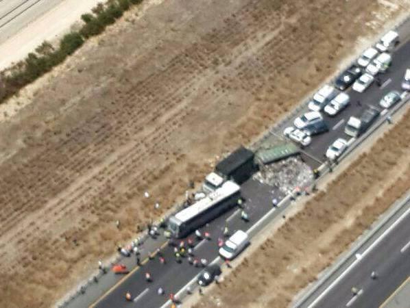 זירת התאונה בכביש 6 (צילום: משטרת ישראל)