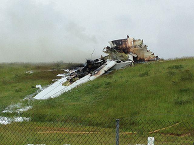 שברי מטוס המטען באזור ההתרסקות. צילום: רלף הייקס NTSB