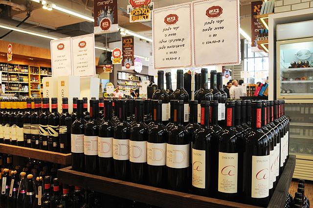 אינספור יינות ישראליים (צילום: יולה זובריצקי)