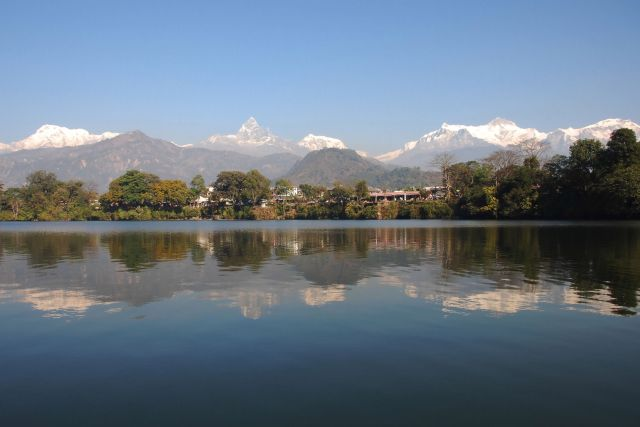 """נפאל. ברקע: הרי ההימלאיה.  הטיול המפורסם """"סובב  אנפורנה"""", מושך אליו אלפי ישראלים בשנה"""