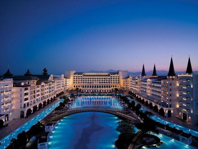 גם המלון היפה ביותר באנטליה, מארדן פאלאס, לא שיכנע את ועדי העובדים לחזור לטורקיה הקיץ