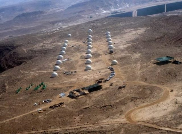 הכיפות הגיאודזיות בהתיישבות בהר אלדד (צילום באדיבות אורי לביא)