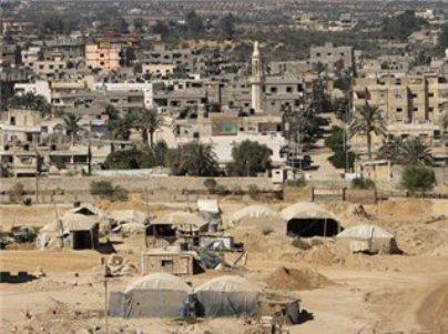 המצרים מבצעים חישוף של רצועת ביטחון  בין עזה לרפיח (צילום: מען)