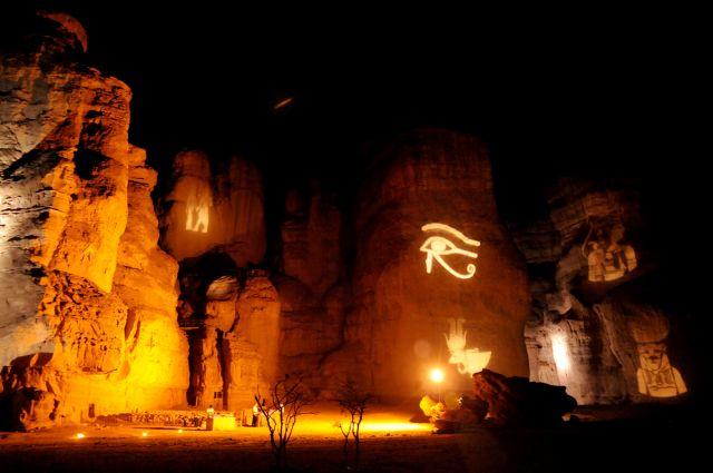 פארק תמנע בלילה. סיורי לילה מודרכים אל האתרים ההסטוריים המוארים. (צילום: ערן דולב)