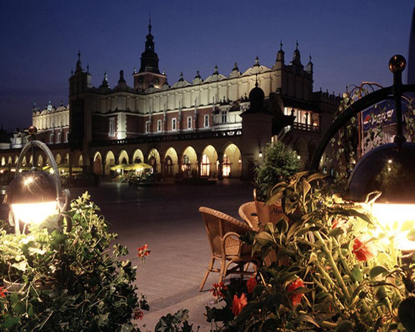 ככר העיר קרקוב שבפולין. התיירות לפולין נמצאת בעלייה מתמדת. (צילום: האתר הרשמי של תיירות לפולין)