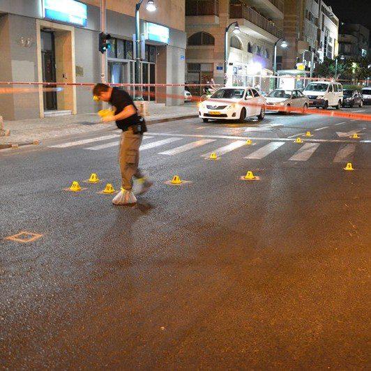 זירת רצח של עד מדינה ביפו - מסממני הפשיעה המאורגנת (צילום: משטרת ישראל)