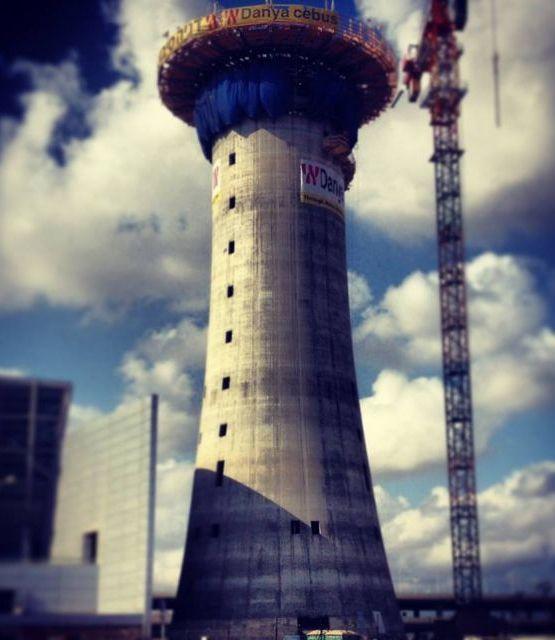"""מגדל הפיקוח החדש בנתב""""ג, שגבהו 100 מטר. עבודות השלד הסתיימו. צילום: רש""""ת"""