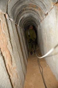 """הפיר של המנהרה שנחשף בשטח ישראל (צילום: דו""""צ)"""
