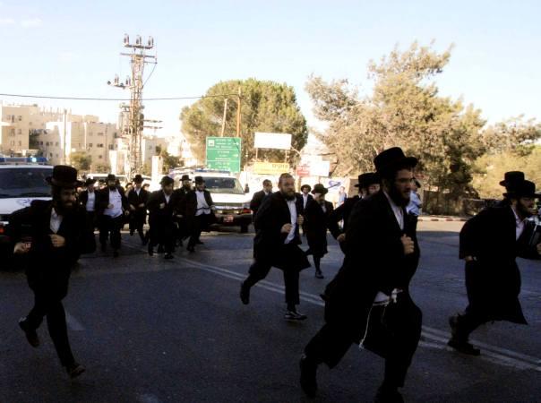 ירושלים במצור. כ-800 אלף בני אדם בלוויית הרב יוסף